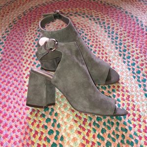 Size 7 Nine West Grey Suede Peep Toe Block Heel